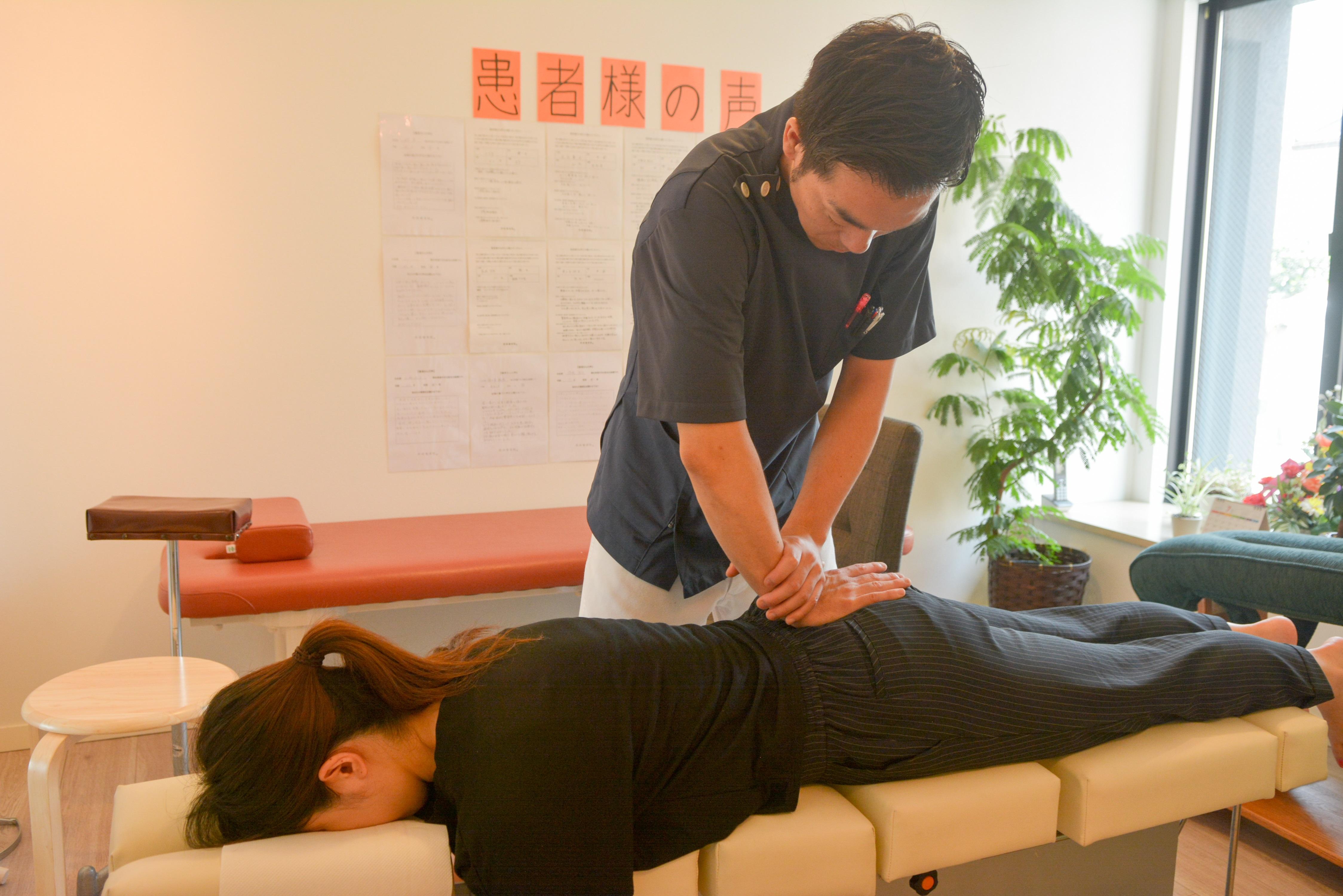 しびれの原因が腰・骨盤だった場合のうつ伏せの矯正